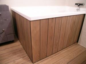 Massiv Hartholz Dielenboden im Badezimmer